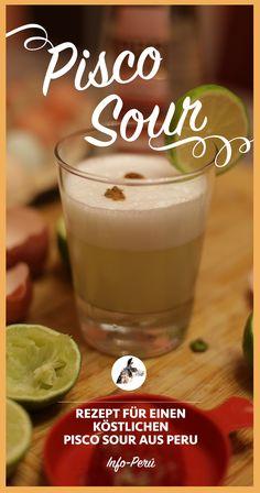 Pisco Sour wird aus dem Pisco Traubenschnaps, Limetten, frischen Eiern, Eiswürfeln und Zuckersirup gemacht. Mit Zimt oder Cocktailbitter wird der sommerfrische Cocktail abgestimmt und schmeckt erfrischend gut! Unbedingt ausprobieren und auf die peruanische Kultur anstoßen! @info_peru