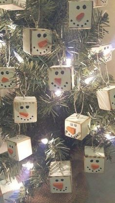 Homemade Primitive Christmas Tree Ornaments For A Traditiona.- Homemade Primitive Christmas Tree Ornaments For A Traditional Holiday - Primitive Christmas Ornaments, Diy Christmas Ornaments, Christmas Projects, Holiday Crafts, Christmas Holidays, Christmas Wreaths, Ornaments Ideas, Snowman Ornaments, Christmas Vacation