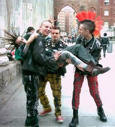 the punk subculture is based around punk rock punk culture encompasses . Subcultura Punk, Ska Punk, Punk Guys, Mode Punk, Crust Punk, Estilo Punk Rock, The Clash, Musica Folk, Rockabilly