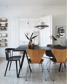 Scandinavian apartment with white walls and pale wooden floors. Modern and minimal decor with some mid-century modern pieces. my scandinavian home: A Delightful Pared-Back Oasis In The Heart Of Copenhagen Plywood Furniture, Furniture Design, Danish Apartment, Copenhagen Apartment, Deco Design, Design Design, Scandinavian Home, Interior Exterior, Danish Design