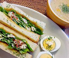 夕べのチキンサラダを少し残して、今朝サンドウィッチにしました。 スープはお野菜たっぷりに。 - 37件のもぐもぐ - ハーブチキンのサラダサンドウィッチ &キャベツと白しめじのコーンチャウダー by kana000suzuki