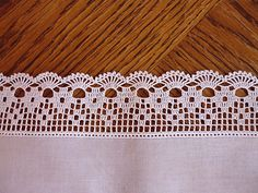 Crochet Borders Ravelry: Filetstueck's Handkerchief / hanky in filet-crochet with scalloped edge - Crochet Boarders, Crochet Lace Edging, Thread Crochet, Crochet Trim, Crochet Granny, Filet Crochet, Lace Knitting, Crochet Doilies, Easy Crochet