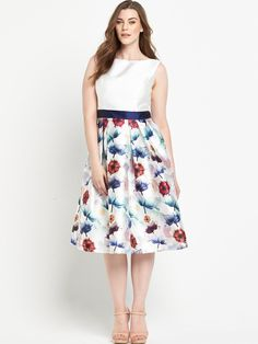 d56f2e28551 Chi Chi London Curve Fit And Flare Midi Dress