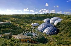 Eden Project Youth Hostel is a unique place to stay and perfectly in tune with its eco-friendly surroundings. Book your stay at Eden Project Hostel today. Towns In Cornwall, Cornwall Hotels, Eden Project, Best Caravan, Stuff To Do, Things To Do, Large Greenhouse, Geothermal Energy, Biomes