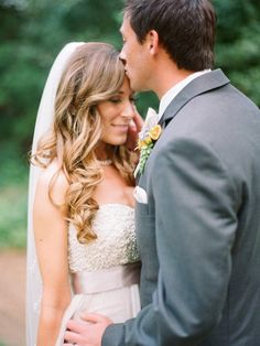 Pretty bride with her hair down. From @Style Me Pretty. Photo by Jill Thomas Photography.