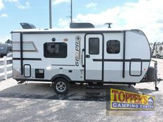 New 2018 Forest River RV Rockwood Geo Pro 19FD Travel Trailer at Topper's Camping Center   Waller, TX   #5714