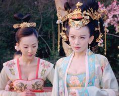 Shi Shi in 'Empress of China'. Chinese Design, Chinese Style, Traditional Chinese, Traditional Dresses, Modern Fashion, Vintage Fashion, Pacific Girls, The Empress Of China, Chinese Clothing