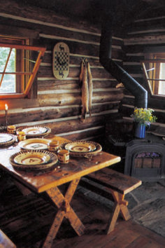 The rustic hunting cabin designs featured here span the North American continent . from the rugged Alaskan wilderness to the wooded river banks of South Carolina! Rustic Cabin Kitchens, Rustic Kitchen, Kitchen Decor, Cabin Homes, Log Homes, Veranda Design, Cabin In The Woods, Hunting Cabin, Alaska Hunting