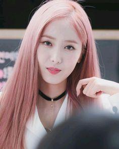 SinB South Korean Girls, Korean Girl Groups, Sinb Gfriend, Role Player, Fan Picture, G Friend, Aesthetic Photo, Beautiful Asian Girls, Kpop Girls