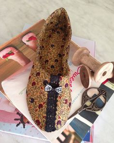 slippers Espadrilles, Slippers, Wedges, Shoes, Fashion, Scrappy Quilts, Punto De Cruz, Dots, Needlepoint