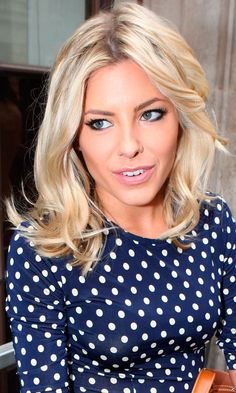 Mollie King's blonde shoulder length waves - love the color combination
