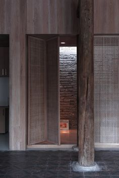 Folding door - Caiguoqiang Courtyard House Renovation by Studio Zhu-Pei Tropical Architecture, Architecture Old, Architecture Details, Spa Interior, Interior Design, Door Design, House Design, Patio Design, Courtyard House