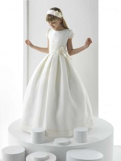 Explore the Rosa Clará First Communion and bridesmaid dresses. Beautiful design and outstanding quality for girls as well! Flower Girls, Cheap Flower Girl Dresses, Flower Girl Tutu, Birthday Girl Dress, Birthday Dresses, Wedding Party Dresses, Holy Communion Dresses, First Holy Communion, Girls First Communion Dresses