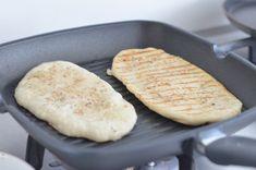 Naan bread from 2 ingredients - WDF Baby Food Recipes, Indian Food Recipes, Bread Recipes, Xmas Recipes, Recipes Dinner, Cooking Bread, Bread Baking, I Love Food, Good Food