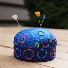 A Lovely Pincushion from a Mayonnaise Jar Lid | Turn a jar lid into a brand new pincushion with this tutorial!