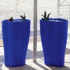 Γλάστρα ρητίνης φωτιζόμενη σε πολλές αποχρώσεις Pint Glass, Planter Pots, Tableware, Tao, Exterior, Water Flow, Jars, Interiors, Plants