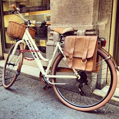 Vintage bicycle in Reggio Emilia - Instagram by @thinkingnomads