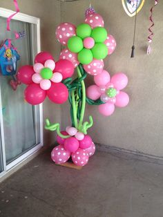 Balloon garden Balloon Backdrop, Balloon Decorations, Birthday Party Decorations, Birthday Parties, Balloon Pillars, Banquet Centerpieces, Balloons Galore, Strawberry Shortcake Party, Balloon Flowers