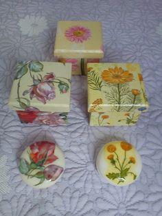 Caixinhas com sabonetes decorados em decoupage
