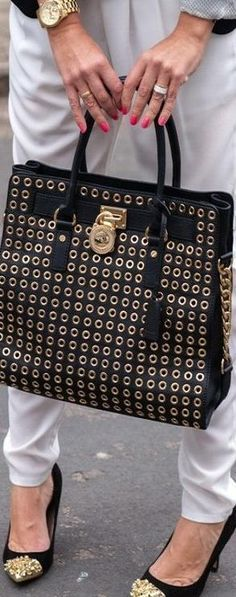 Michael Kors Out-let, 2016 Womens Fashion Styles Michael Kors Hamilton dollars, MK Handbags Out-let High-Quality And Fast-Delivery Here. Cheap Michael Kors Purses, Michael Kors Handbags Outlet, Mk Handbags, Designer Handbags, Fashion Heels, Look Fashion, Fashion Styles, Street Fashion, Fashion Bags