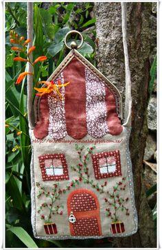 Hola amigas, como va ese veranito???  Ya es hora de publicar algo nuevo, este verano no tengo mucho tiempo para dedicar a mi blog, pero tam... Crochet Projects, Sewing Projects, Church Crafts, Work Bags, Pin Cushions, Pillows, Little Houses, Needle And Thread, Coin Purse