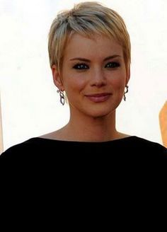 Classic Pixie Crop Haircuts 2017 with Short Fringe