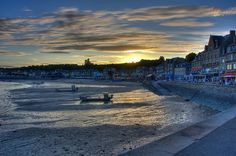Cancale harbour at sunset. Photo: Paolo Piccoli