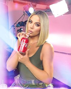 Makeup products that khloe kardashian uses Kourtney Kardashian, Robert Kardashian, Khloe Kardashian Hair Short, Kardashian Jenner, Kendall Jenner, Bob Hairstyles, Straight Hairstyles, Short Long Bob, Hair Trends