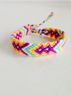 Een persoonlijke favoriet uit mijn Etsy shop https://www.etsy.com/nl/listing/266226291/friendshipbracelet-ibizabracelet-macrame