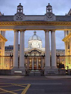 Dublin, Ireland The Irish Parliament Building. Great Places, Places To Go, Irish Roots, Irish Eyes, Emerald Isle, Panama City Panama, Ireland Travel, British Isles, Northern Ireland