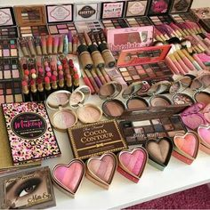 We are all aware of the fact that most women cannot live without make-up. Make-up helps us hide our imperfections and flaws, as we Cute Makeup, Pretty Makeup, Amazing Makeup, Makeup Storage, Makeup Organization, Makeup Drawer, Makeup Brands, Best Makeup Products, Beauty Products
