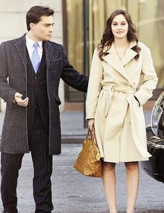 Gossip girl ~ classic trench and that gold Louis Vuitton, delish.