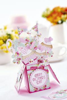 Create a pop-up card in our March issue, out now! Image: cliqq.co.uk