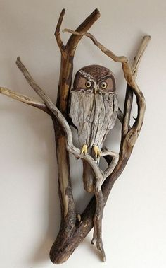 DIY Driftwood decor ideas for a unique and natural decoration More nature at home by driftwood Decoration Driftwood decoration is not only environmentally friendly. Such decoration is unique and b… Driftwood Wall Art, Driftwood Projects, Driftwood Sculpture, Sculpture Art, Sculptures, Driftwood Ideas, Beach Crafts, Owl Art, Nature Crafts