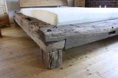 Balkenbett-Bett-aus-alten-Eichenbalken