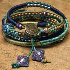 Gorgeous bracelet with a *free* tutorial using herringbone wrapping, bead laddering, & a bit of macrame #handmade #jewelry #beading