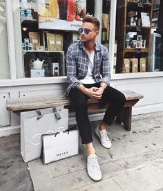Yes or No? Follow @mensfashion_guide for more! By @carl_cunard #mensfashion_guide #mensguides