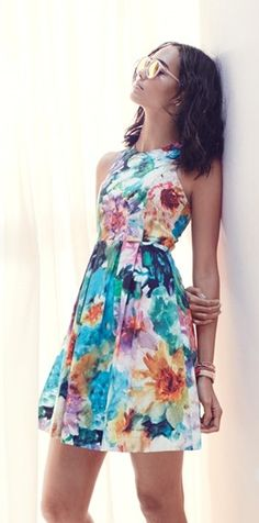 Love that this sweet floral print dress made from pure, airy cotton.
