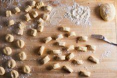 A tökéletes olasz gnocchi receptje Gnocchi, Camembert Cheese, Pie, Bread, Desserts, Food, Torte, Tailgate Desserts, Cake