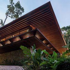 Jacobsen Arquitetura-SM House overlooks Taguaiba Beach, south of Sao Paulo