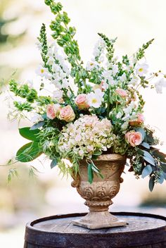 Ceremony Floral Arrangement. Photography: Chudleigh Weddings - chudleighweddings.com