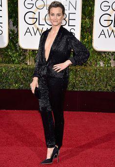 Look da atriz Taylor Schilling no red carpet do Golden Globe Awards 2016