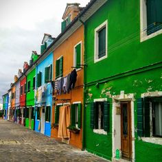 To the next trip is still a month. I mention those that were this year.  I mention  inhibitants and their daily lives.  The first of series of photos showing everyday life  #travel #Italy #Venice #Burano #street http://bit.ly/1YBedkk