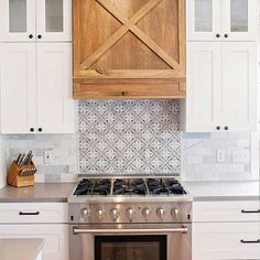 Double tap if aesthetically pleasing spaces make your heart happy❤️️. We couldn't wait to share this kitchen by that… Kitchen Tiles, New Kitchen, Interior Design Tips, Interior Decorating, Decorating Tips, Refinish Kitchen Cabinets, Cabinet Refinishing, Kitchen Vignettes, Kitchen Decor