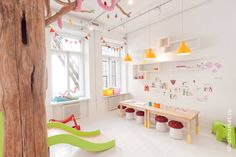 Детская комната в ресторанном проекте Biblioteka в Санкт-Петербурге : por IdeasMarket