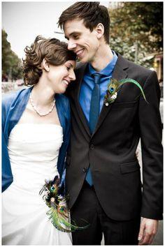 Joyas y bisutería de novia - Broches de plumas de pavo real amor por él y su... - hecho a mano por billies en DaWanda