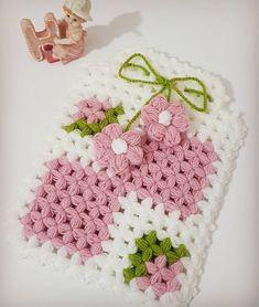 🌸🌸 #lifmodelleri #liförnekleri #ceyizlik #ceyizhazirligi #elemegim #elemeğigöznuru #hobim #severekörüyorum #ormeyiseviyorum 💕💕 Baby Knitting Patterns, Crochet Patterns, Crochet Stitches, Crochet Hats, Crochet Flowers, Christmas Stockings, Diy And Crafts, Daisy, Blanket