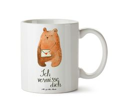 Tasse Bär Ich vermisse dich aus Papier 160 Gramm  weiß - Das Original von Mr. & Mrs. Panda.  Eine wunderschöne Keramiktasse aus dem Hause Mr. & Mrs. Panda, liebevoll verziert mit handentworfenen Sprüchen, Motiven und Zeichnungen. Unsere Tassen sind immer ein besonders liebevolles und einzigartiges Geschenk. Jede Tasse wird von Mrs. Panda entworfen und in liebevoller Arbeit in unserer Manufaktur in Norddeutschland gefertigt.    Über unser Motiv Bär Ich vermisse dich  Das wunderschöne Motiv…