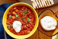 For a variation, serve the chilli in tacos instead of tortillas, or use minced pork instead of beef. Mince Recipes, Beef Recipes, One Pot Meals, Easy Meals, Chilli Con Carne Recipe, How To Make Guacamole, Mexican Food Recipes, Ethnic Recipes, Game Day Food