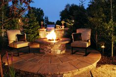 Circular Patio with Firepit...............OMG!!!!!!!!!!!!!!! Want!